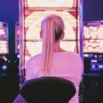 girl-with-slot-machine